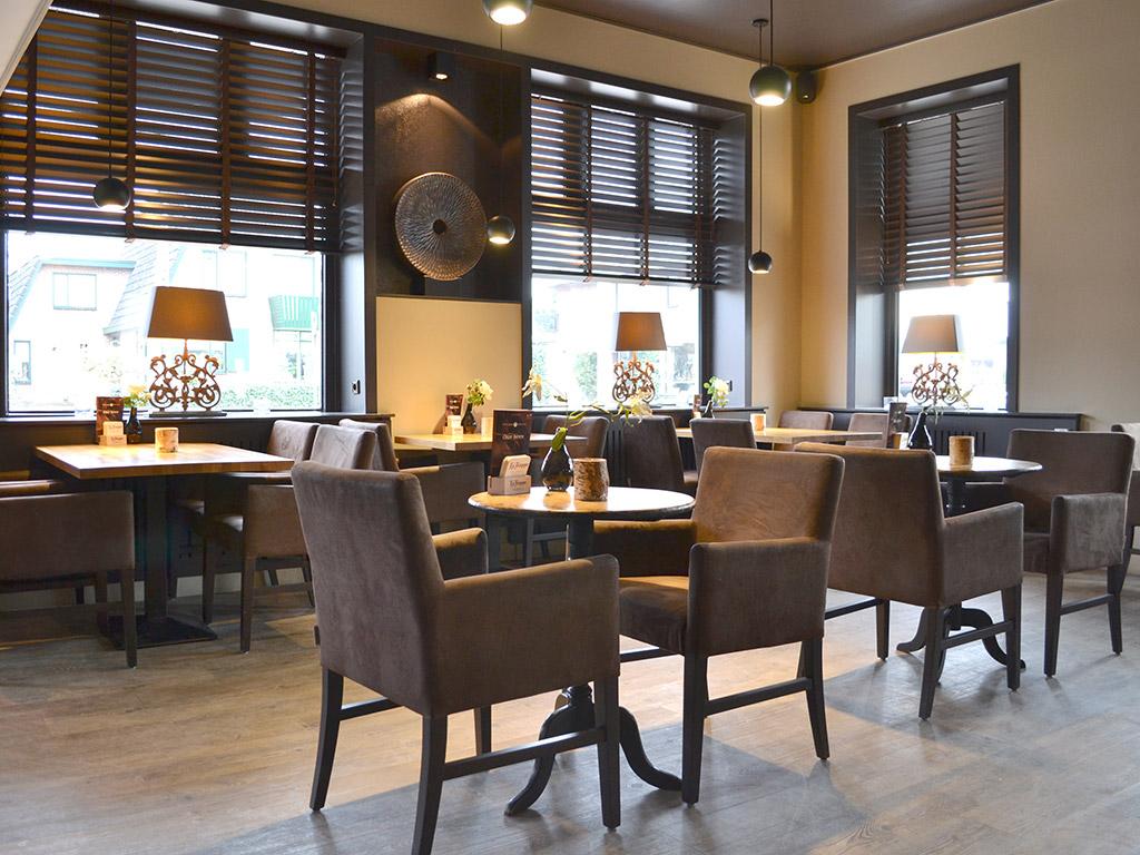 Emejing Decoration Interieur Cafe Bar Contemporary - Ohsopolish.com ...